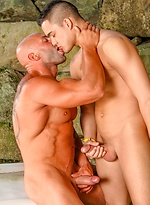 Keylan O'Connor fucked by muscle man Max Chevalier