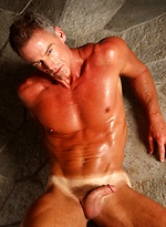 Muscled mature hottie Robert