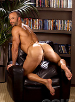Hot muscle hunk Nate Karlton naked